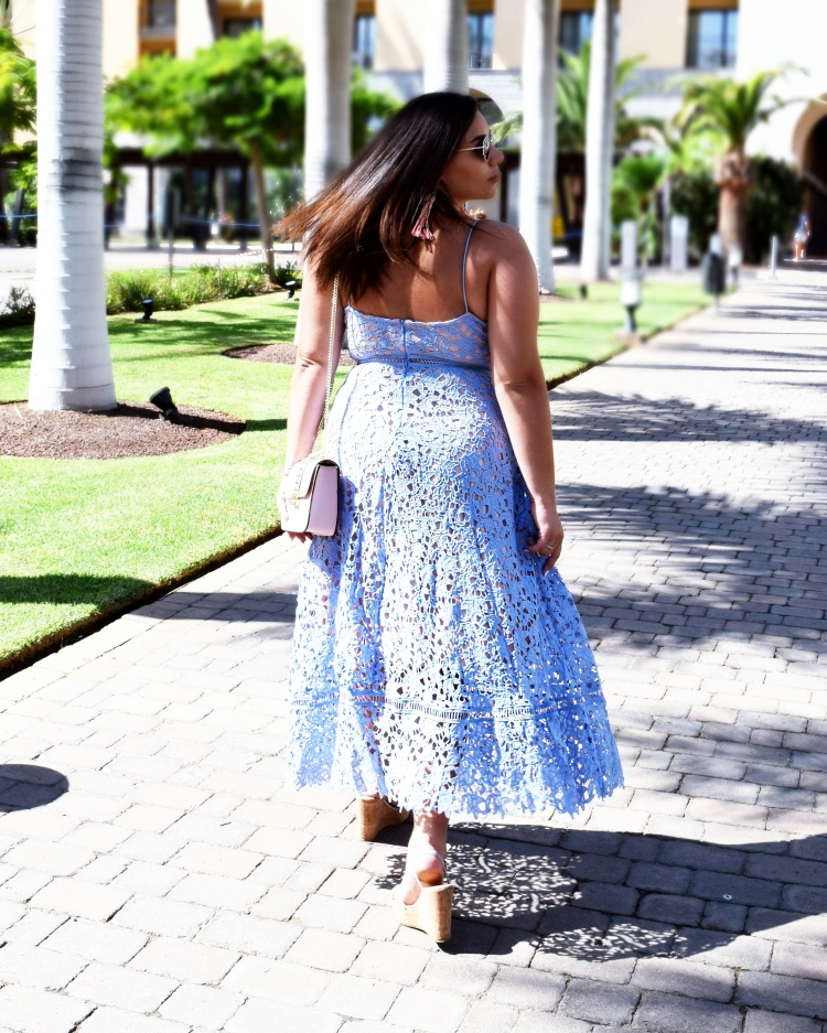 blue_lacedress_with_pink_accesoires_modecocktail